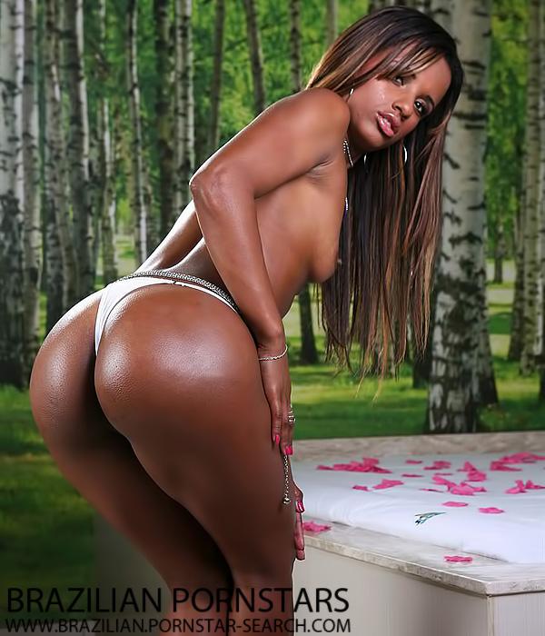 Brazilian Pornstar Cris Lira shows off her nice ass - Brasileirinhas - Click here !